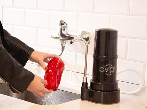 Purificador  de agua Sobre Mesada Dvigi Clásico Negro + 1 Repuesto