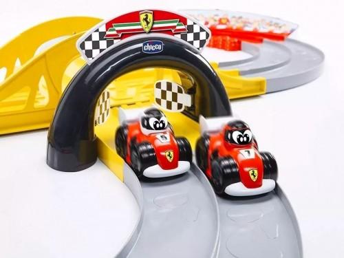 Juguete Pista de Carreras Scuderia Ferrari Incluye 2 Autitos Chicco