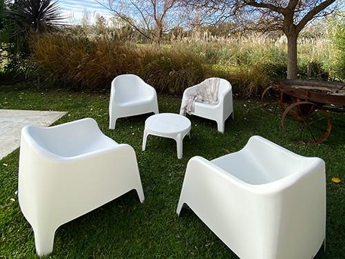 Set de 4 Sillones Skarpo +  Mesa auxiliar de regalo color blanco