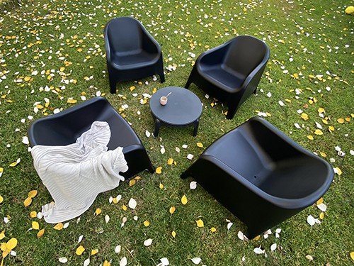 Set de 4 Sillones Skarpo +  Mesa auxiliar de regalo color negro