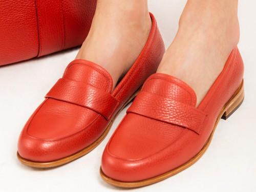 Mocasín Cuero Briganti Mujer Zapato Rojo Chatita Casual Moda Zapatos