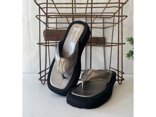 Zapato de mujer Sandalia tipo ojota  en cuero en varios colores