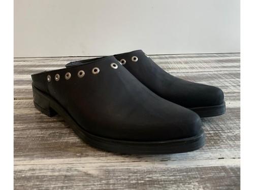 Zapato de cuero Chatita en punta sobre base de goma negro