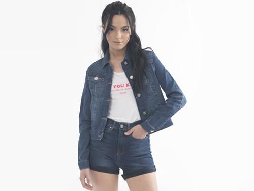 Campera de jeans Virginia I, Clasica con Botones Localizados y roturas