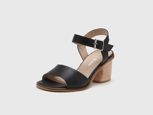 Sandalia de Cuero Negra Gravagna