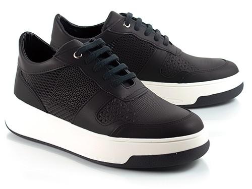 Zapatillas de cuero negras grabadas Mei