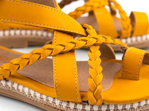 Sandalias bajas trenzadas mostaza Rajesh