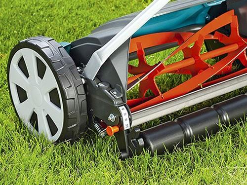 Cortadora de césped helicoidal Gardena auto afilable regul. de altura